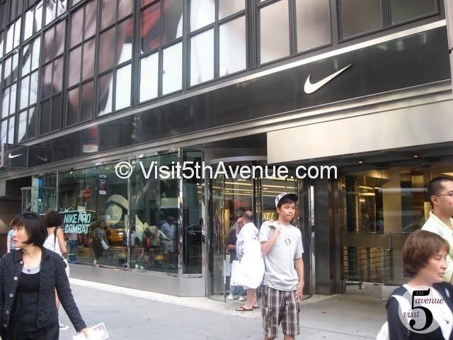 cultura nativo Mendigar  Nike - 5th Avenue, New York - Footwear and Accessories Store