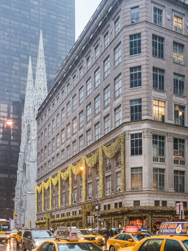 Saks Fifth Avenue 5th Avenue New York Department Store